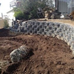 retaining wall contruction in block